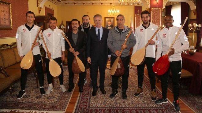 Vali Gül'den Sivasspor'a bağlama jesti!