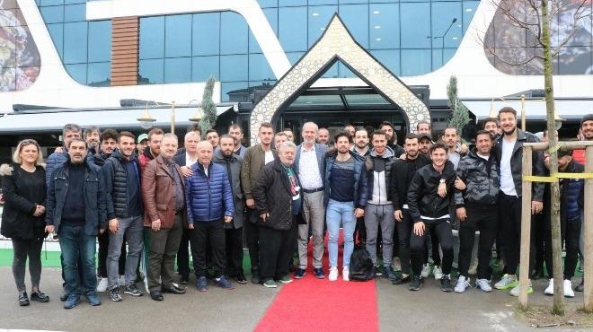 Sakaryaspor'lu futbolcular ve teknik heyet kahvaltıda bir araya geldi