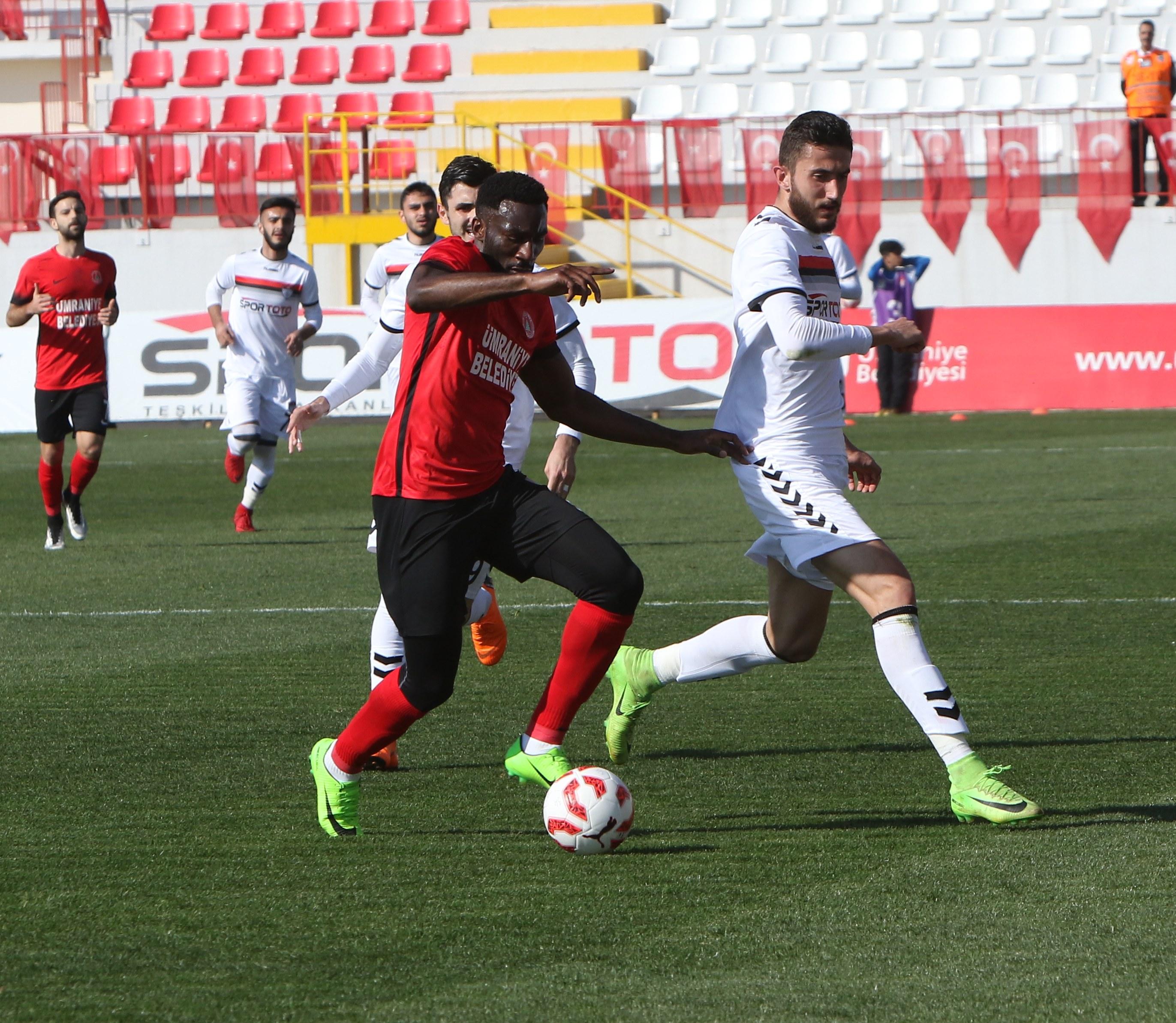 Ümraniyespor Manisaspor'u iki golle geçti!