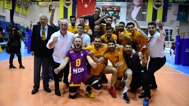 Galatasaray, Fenerbahçe'yi devirip yarı finale yükseldi!