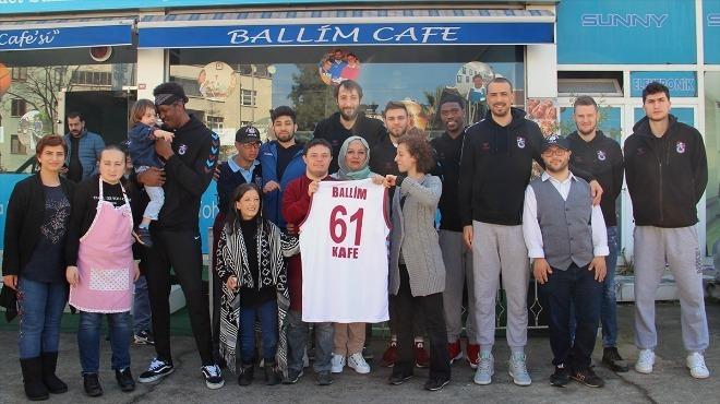 Trabzonsporlu basketbolcular, down sendromlu çocuklarla bir araya geldi