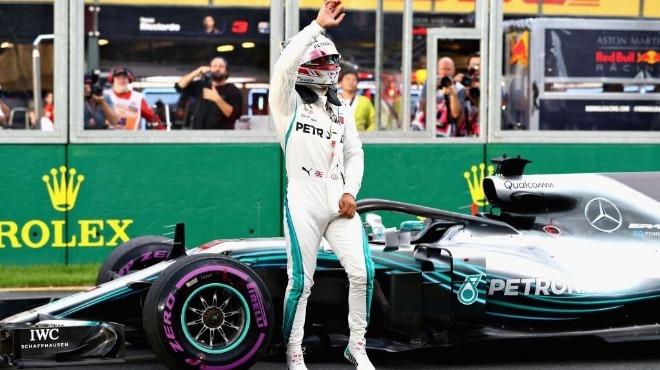 Hamilton 2 yıl daha Mercedes için yarışacak