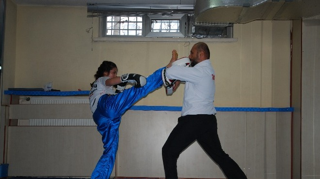 Kungfu özlemini gidermek için sporcu yetiştiriyor