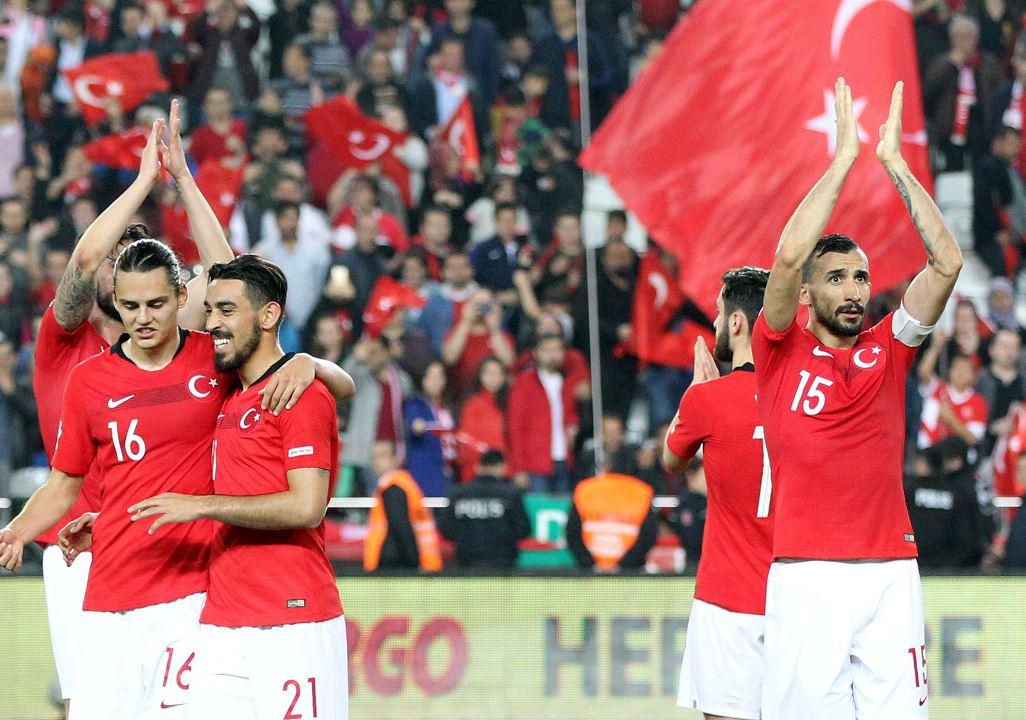 Millilerin Moldova maçı biletleri tükendi