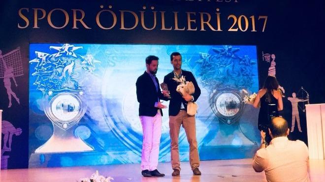 """Okan Üniversitesi, Radyospor'da yayınlanan """"Uğur Meleke ile Taktik""""i 2017 Yılının Radyo Programı seçti!"""
