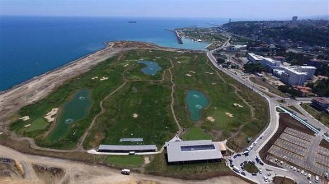 Deniz dolgusuna yapılan golf sahası 18 delikli hale geldi