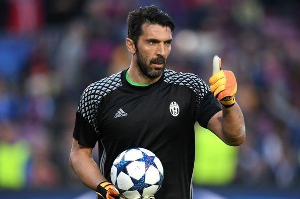 Buffon'a veda! Juventus taraftarı efsane kaleciye...