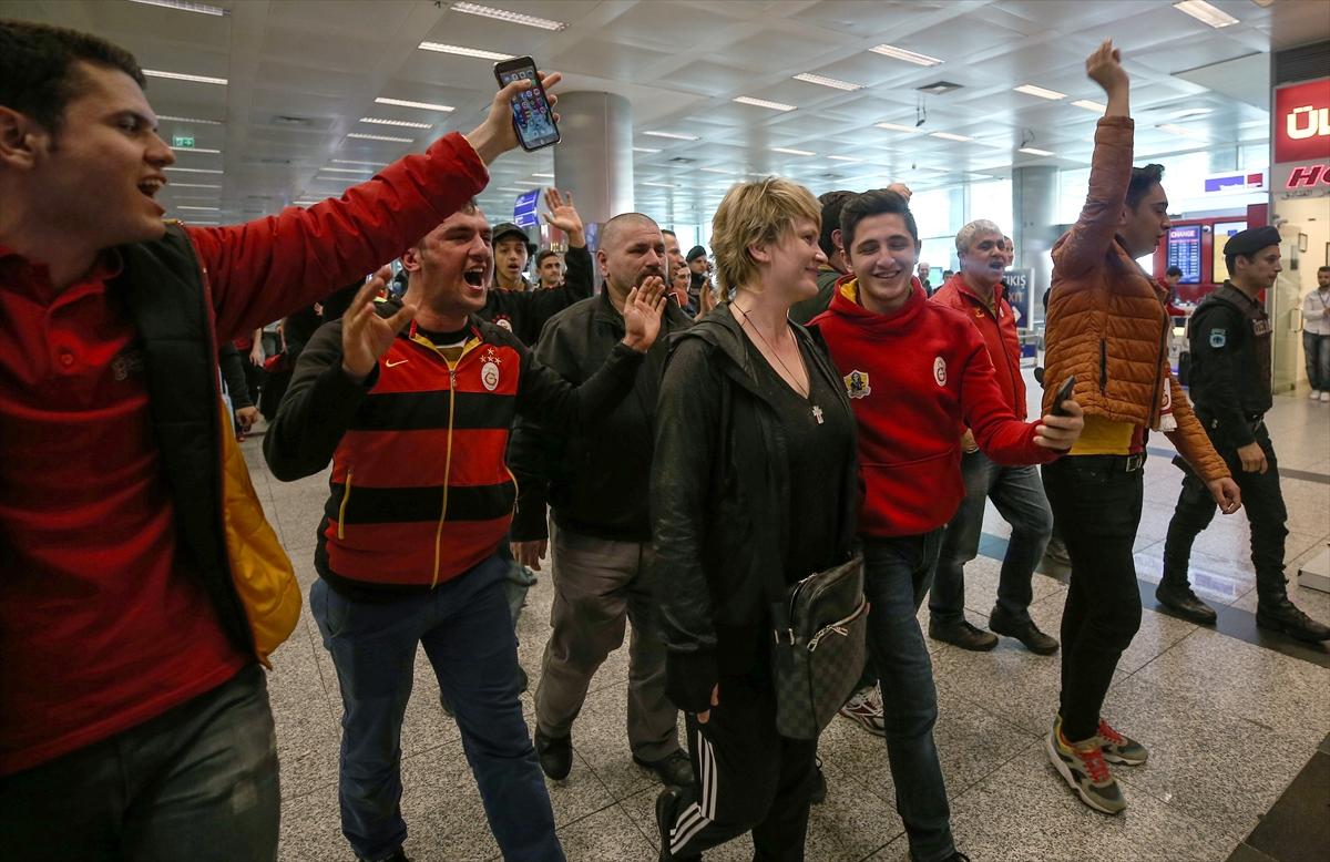 Şampiyon Galatasaray yurda döndü
