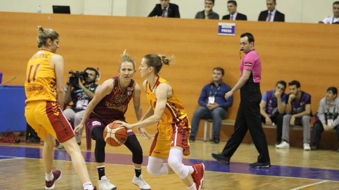 Galatasaray'ı geçen Yakın Doğu Üniversitesi, yarı finale yükseldi