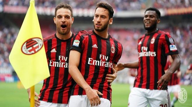Milan son maçta fark yaptı, Hakan Çalhanoğlu yıldızlaştı