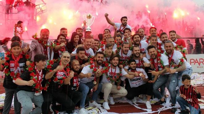 Şampiyon UTAŞ Uşakspor kupasını aldı
