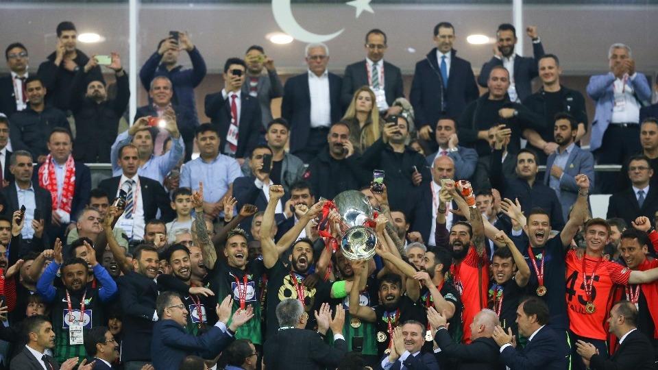 Osman Aşkın Bak, Akhisarspor'u kutladı