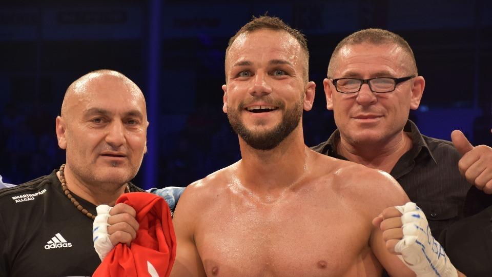 Almanya'da yaşayan Türk boksör Altay altın kemer kazandı