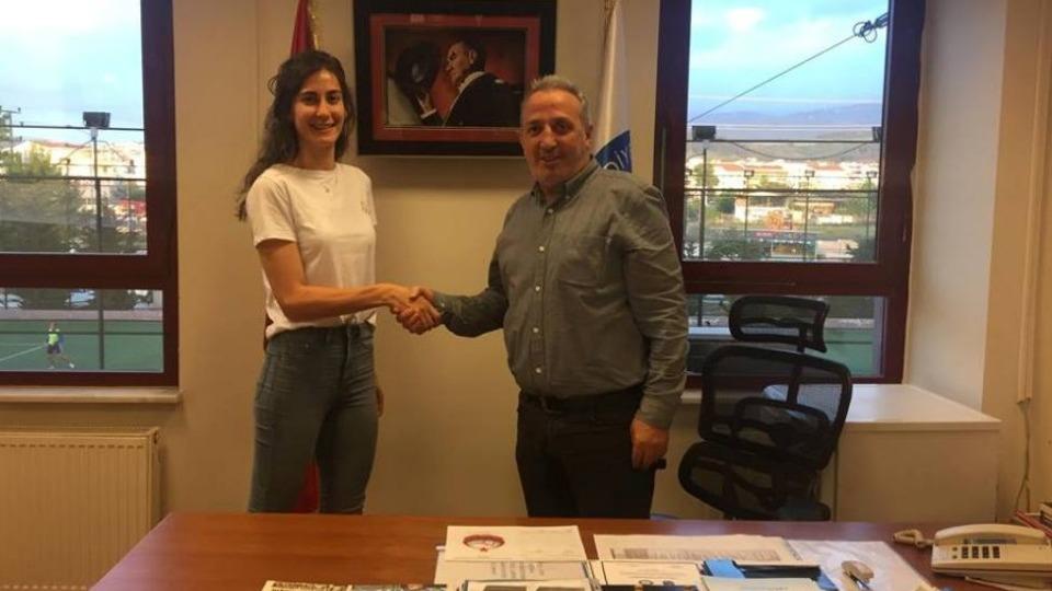 Nilüfer Belediyespor, Hazal Selin Arifoğlu'nun sözleşmesini 1 yıl uzattı