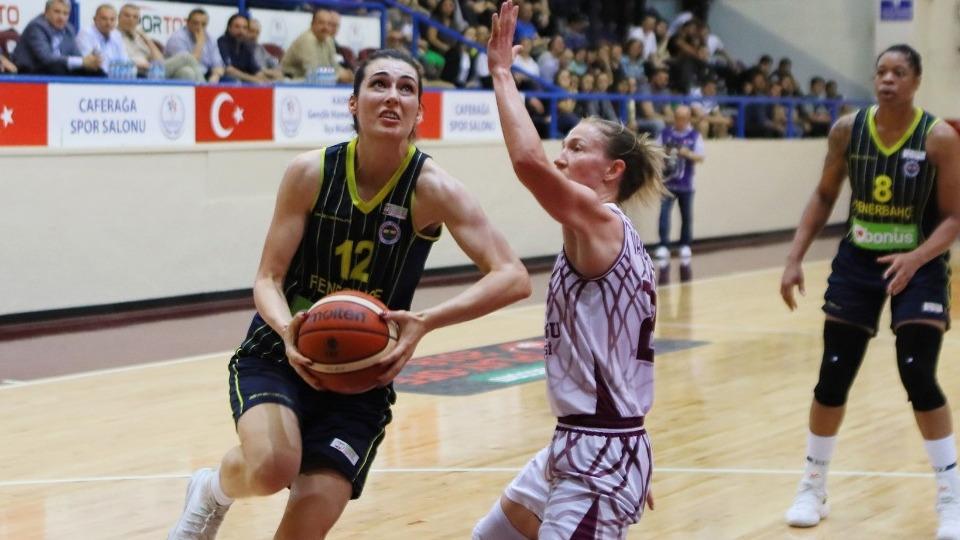 Yakın Doğu Üniversitesi ve Fenerbahçe final serisinin dördüncü maçında
