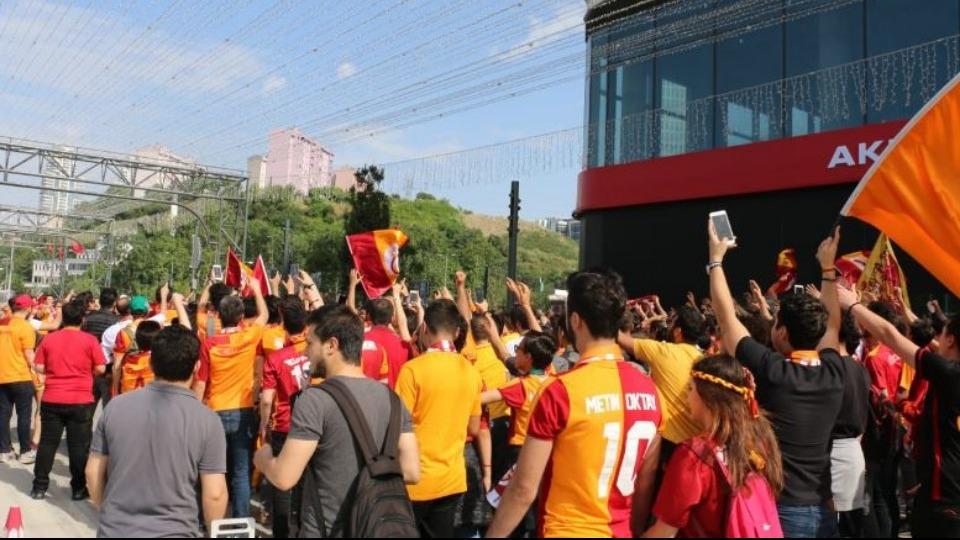 Galatasaray taraftarları şampiyonluk için toplandı!
