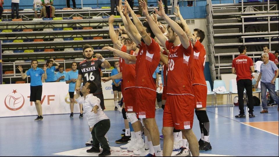 A Milli Erkek Voleybol Takımı, Ukrayna'yı 3-0 mağlup etti!