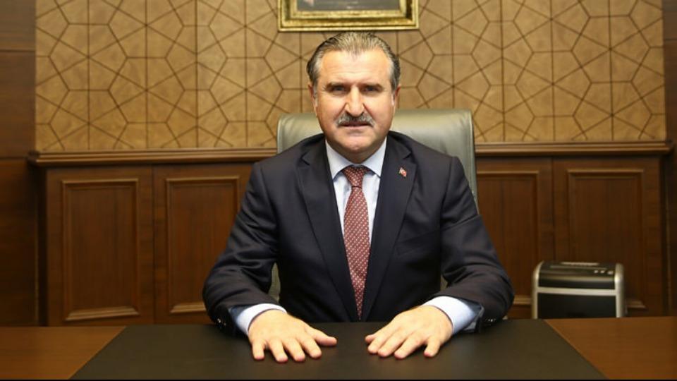 Bakan Bak'tan şampiyon Fenerbahçe'ye tebrik