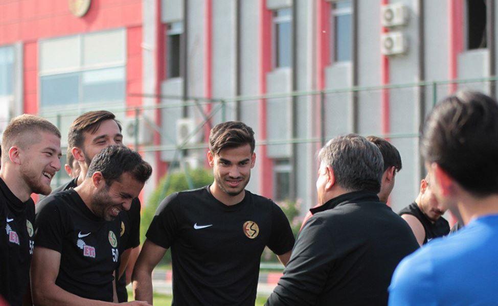 """""""Eskişehirspor her zaman zirveye oynamak zorunda"""""""