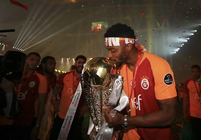 Galatasaray'dan Donk'a şartlı sözleşme!