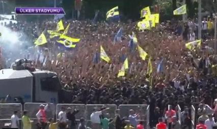 Taraftarlar Ülker Stadyumu'na akın ediyor!