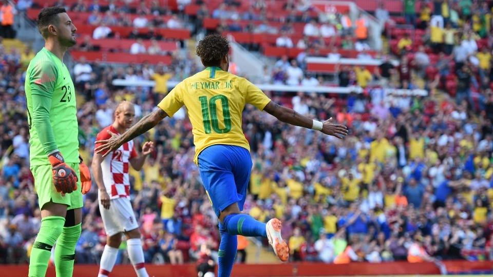 Neymar Romario'yu yakaladı