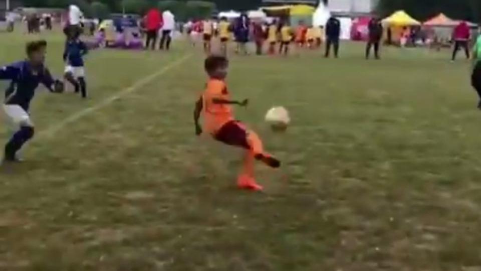 Video - Hakan Balta'nın oğlundan harika top kontrolü