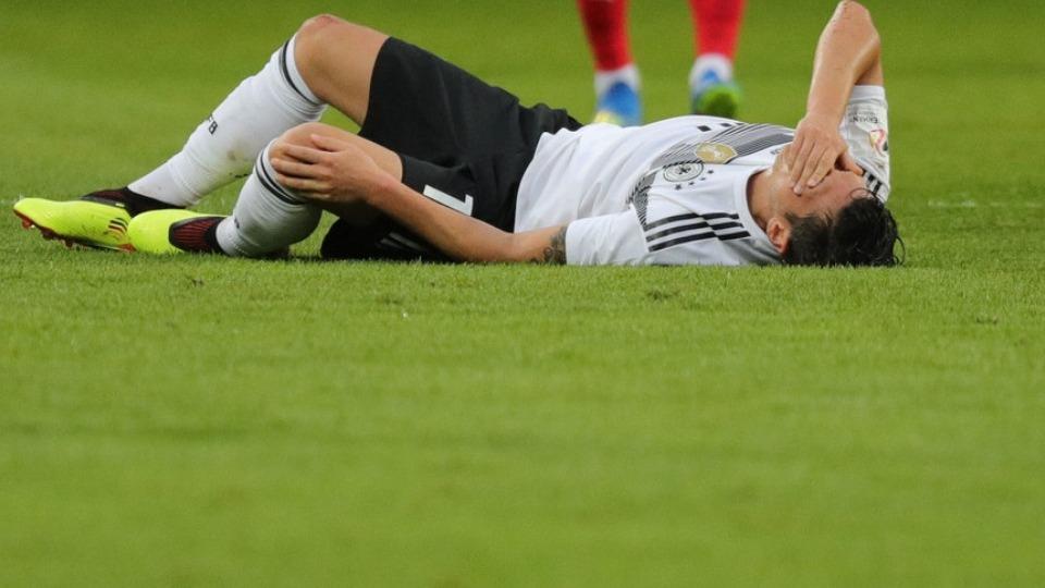 Mesut Özil'den Almanya'ya kötü haber!