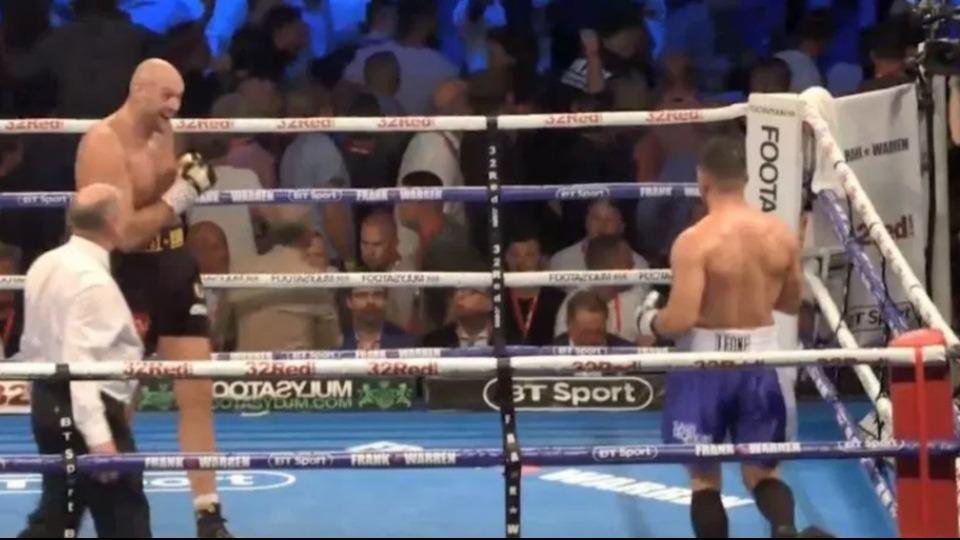 Video - Tyson Fury, maçı bıraktı tribündeki kavgayı izledi