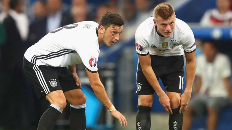 Mario Basler'den Mesut Özil için ölmüş kurbağa benzetmesi!
