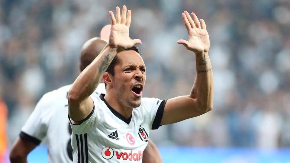 Beşiktaş'ta Adriano kadroda yok