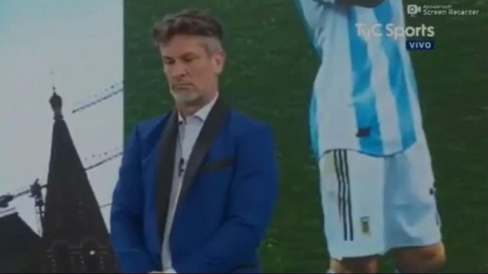 Video - Arjantin yenilince canlı yayında saygı duruşu yapıldı