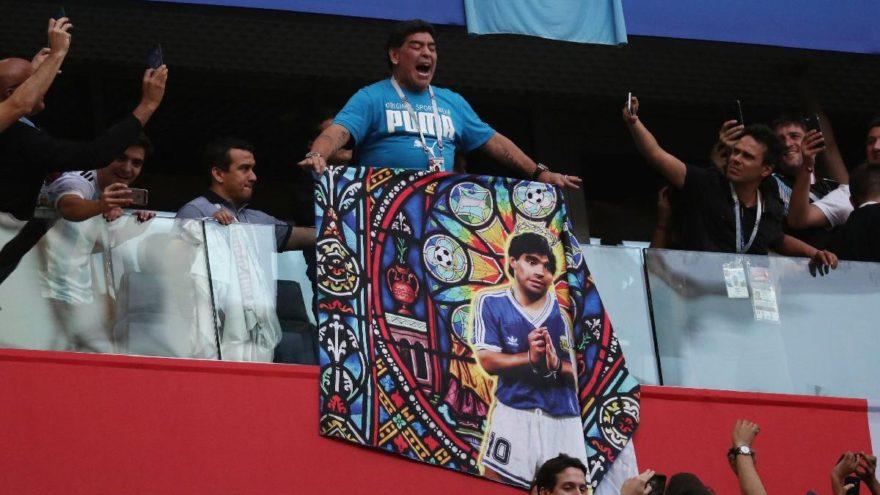 Nijerya - Arjantin maçında Maradona'ya büyük ilgi