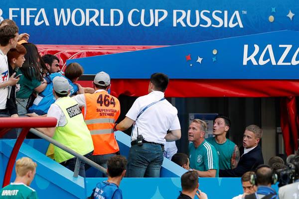 Almanlardan Mesut Özil'e çirkin saldırı!