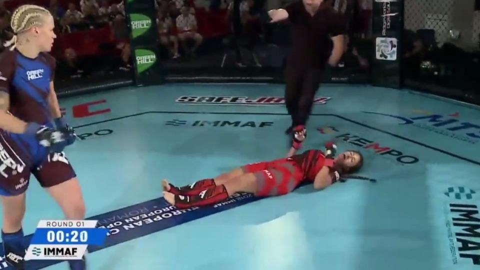 Video - Jenni Kivioja'dan rakibine öldürücü darbe!