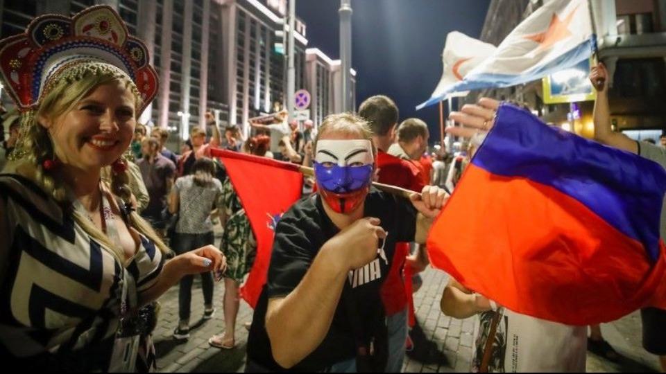 İspanya galibiyeti sonrası Moskova uyumadı, kutlamalar sabaha kadar sürdü!