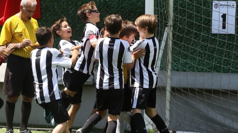 Beşiktaş Futbol Okulları Şampiyonası yapıldı