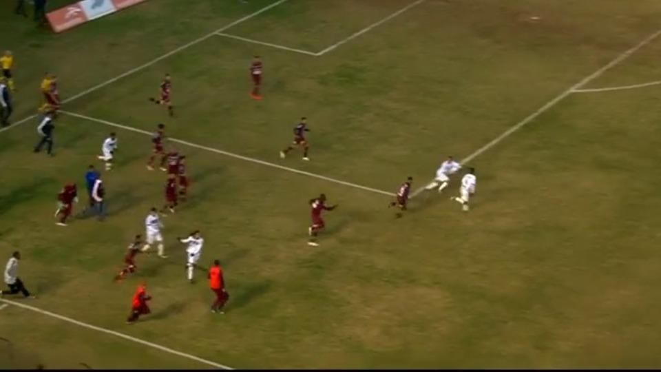 VİDEO - Brezilya Serie D liginde, Caxias - Treze maçında kavga çıktı