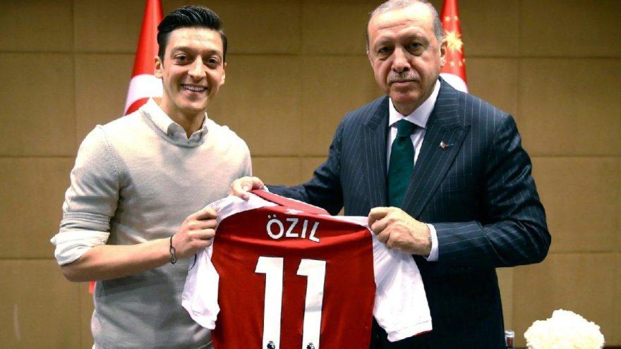 Asrın güreşçisinden Mesut Özil'e destek