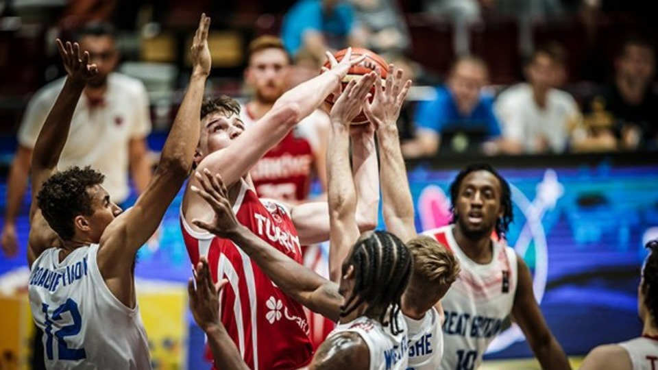 20 Yaş Altı Milli Erkek Basketbol Takımı, Büyük Britanya'yı farklı geçti