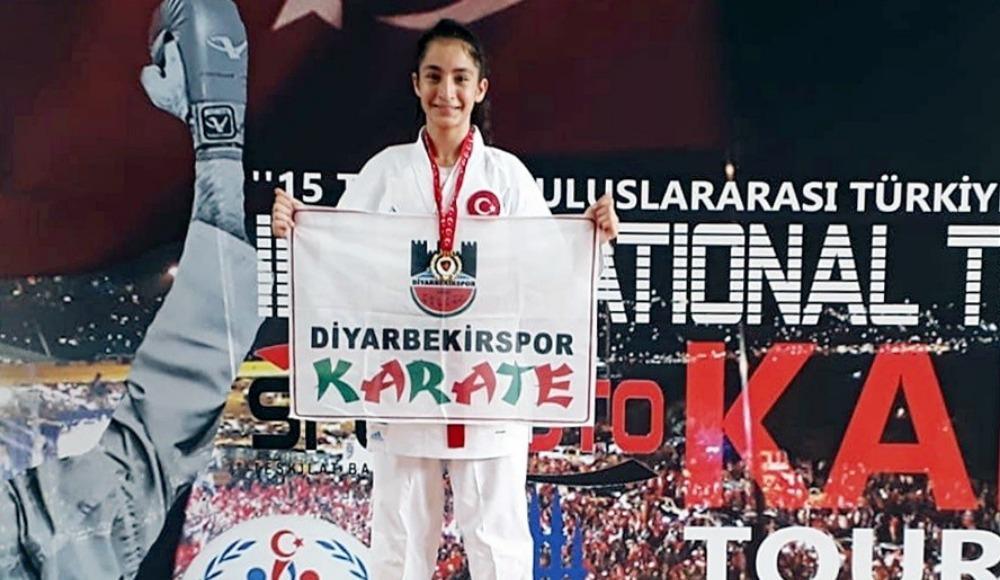 Diyarbakırlı karateci Sena'dan büyük başarı