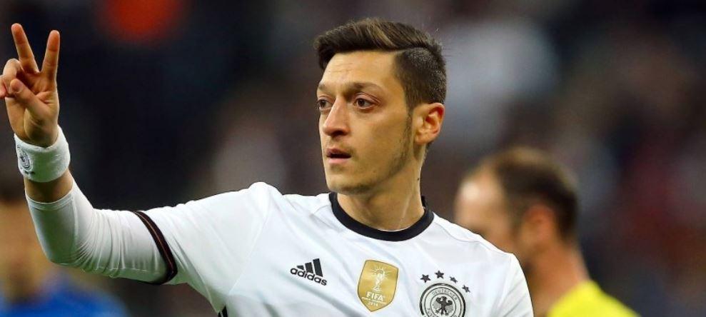 Mesut Özil flaş karar sonrası ilk kez görüntülendi