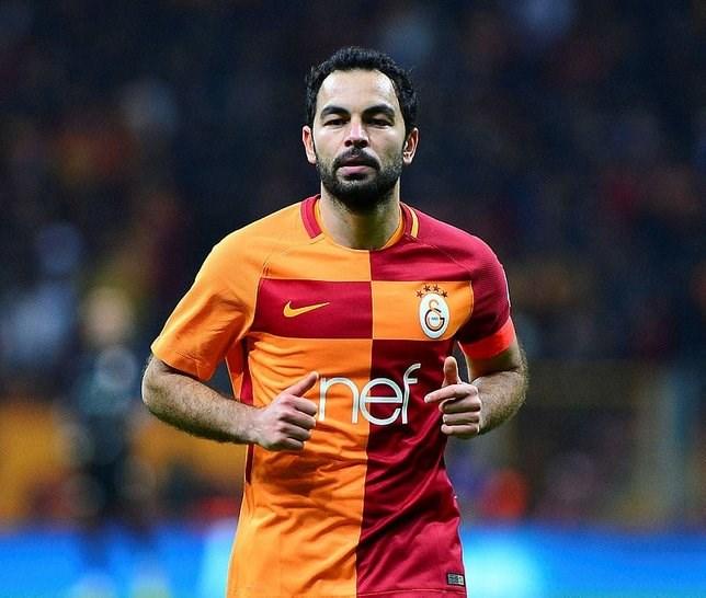 Galatasaray'da Selçuk İnan'ın sözleşmesi 1 yıl daha uzatılıyor