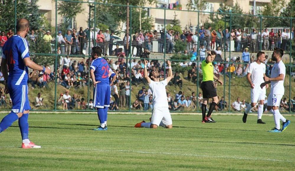 Erzurumspor hazırlık maçında Karabükspor'u Emrah Başsan'ın golleriyle mağlup etti
