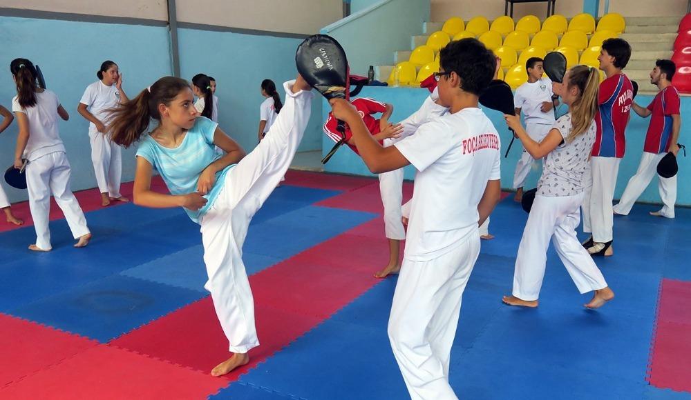 Taekwondo sporcuları sıkı çalışıyor...