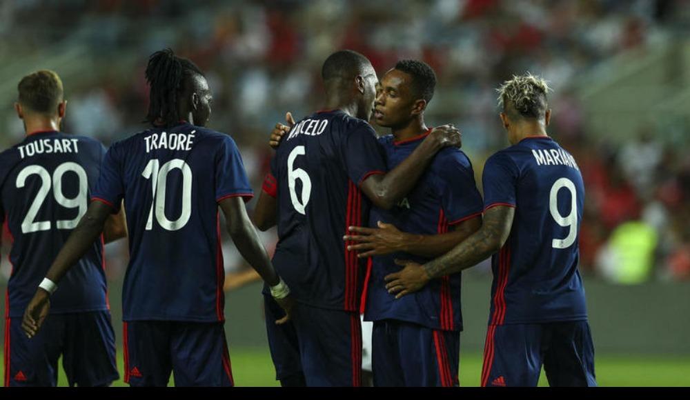 Lyon, Benfica'yı devirdi