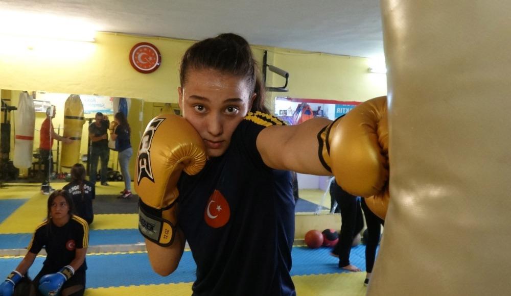 Bodrum katında çalışan bayan sporcular Avrupa Şampiyonu olmak istiyor