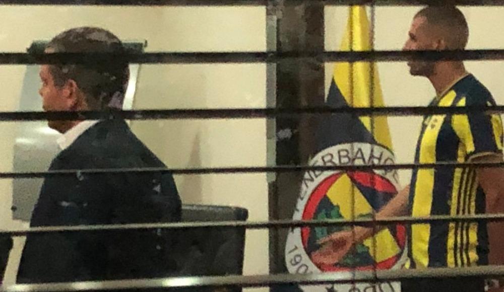 Slimani, Fenerbahçe formasını giydi!