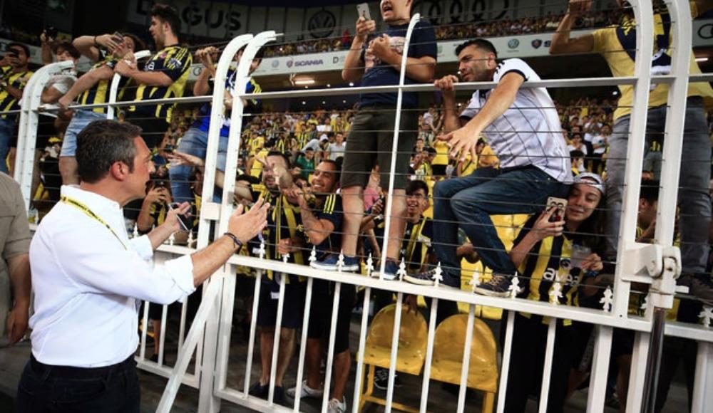 Fenerbahçe yönetimi, taraftar gruplarıyla bir araya geldi! Neler konuşuldu?