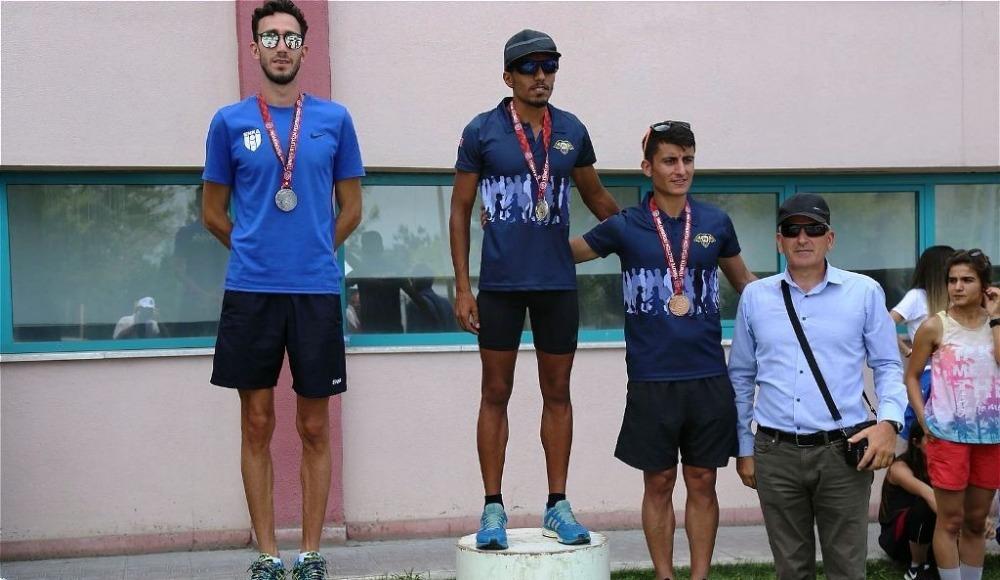 Ayvalıklı atlet Çorum'da birinci oldu